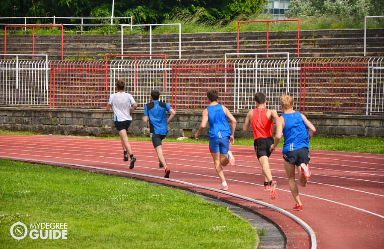 runners running on race track