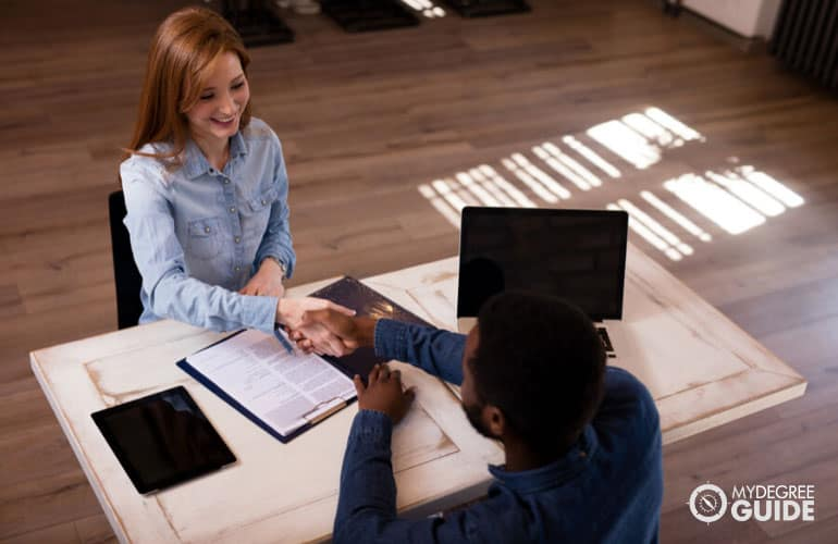 student talking to a college financial advisor