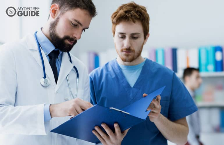 medical assistant assisting a doctor