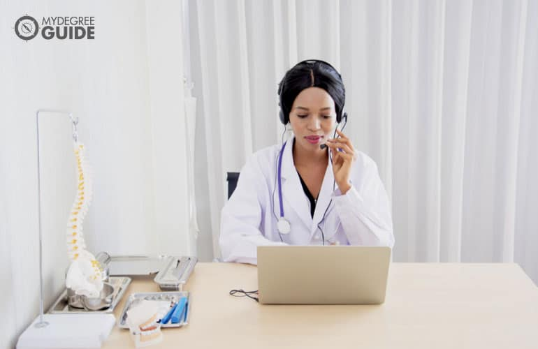doctor talking to fellow doctors online