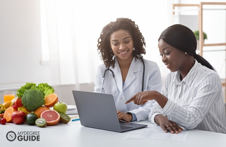 nutritionists working in a clinic