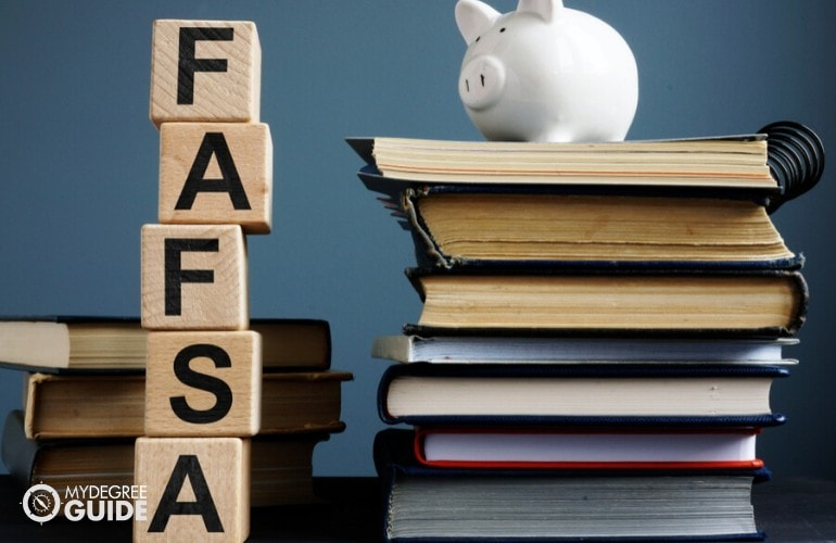 Financial Aid & Scholarships for a Bachelor's in General Studies