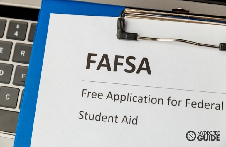 financial aid for Masters in Information Technology Degree students