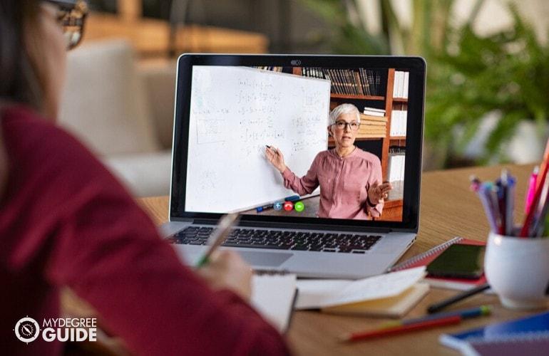 college student watching an online class