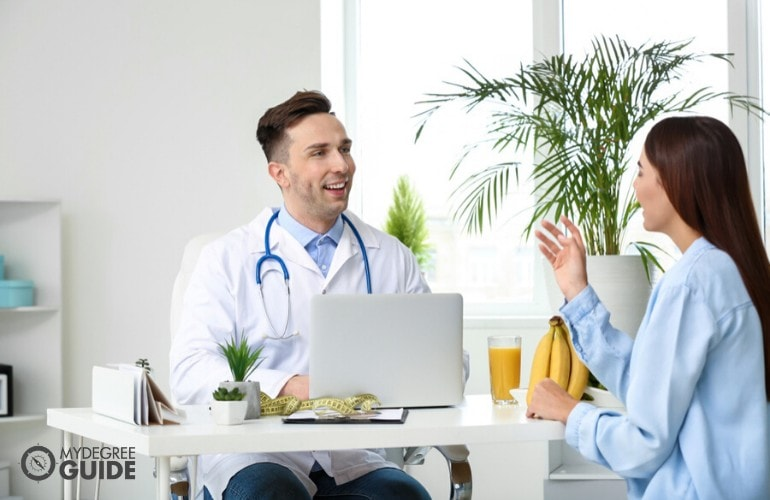 nutritionist talking to a client in his clinic