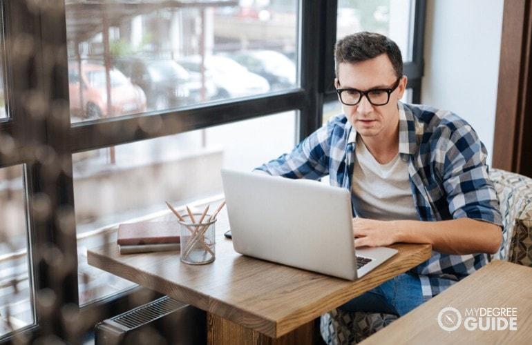 psychology student studying online