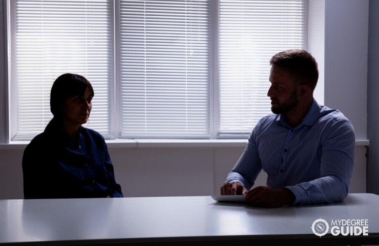 Forensic Psychologist interviewing a witness of a crime
