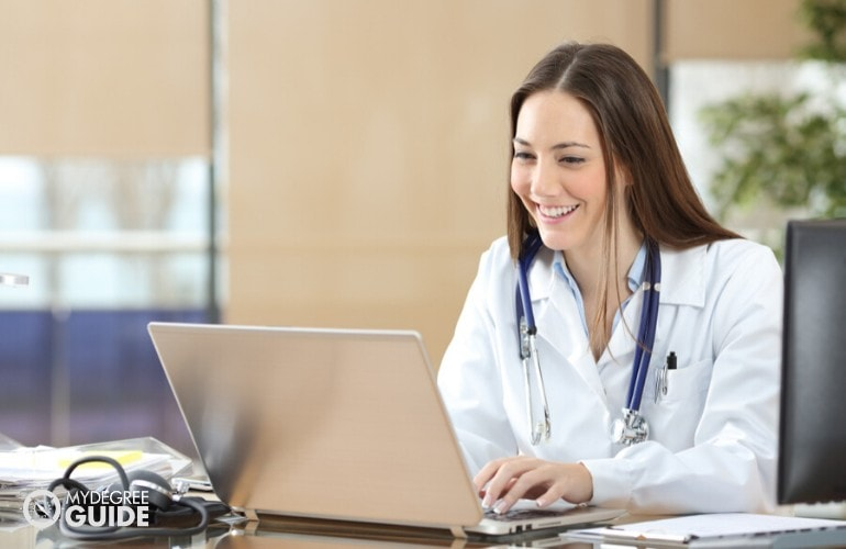 doctor studying online