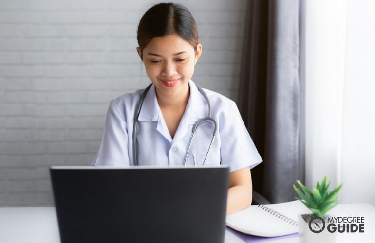 healthcare management degree student studying online