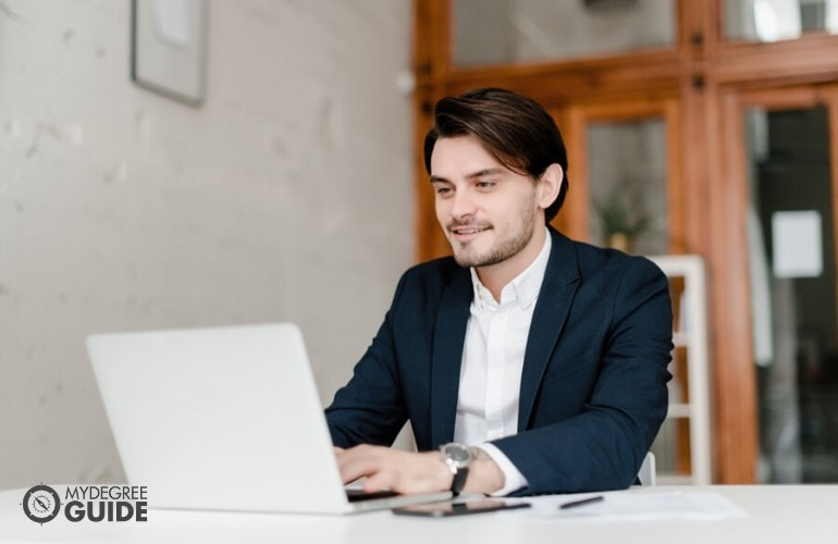 financial degree student studying online