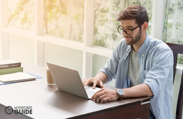 Bachelor Degree student studying online