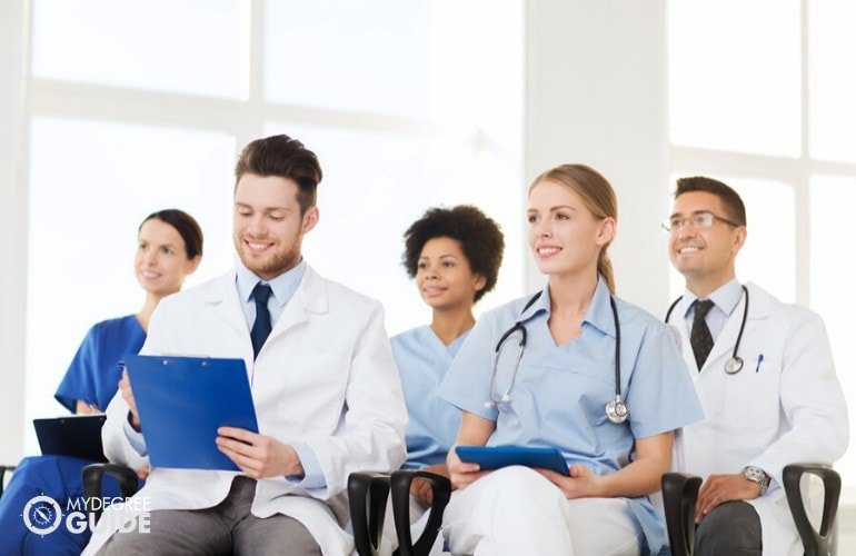 Professional Organizations for Those with an Associates Online Healthcare Degrees
