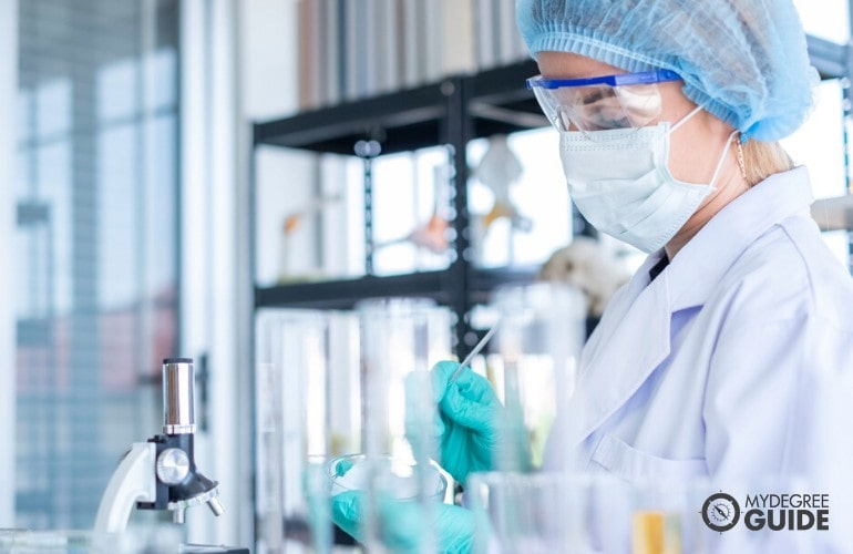healthcare research analyst working in the laboratory