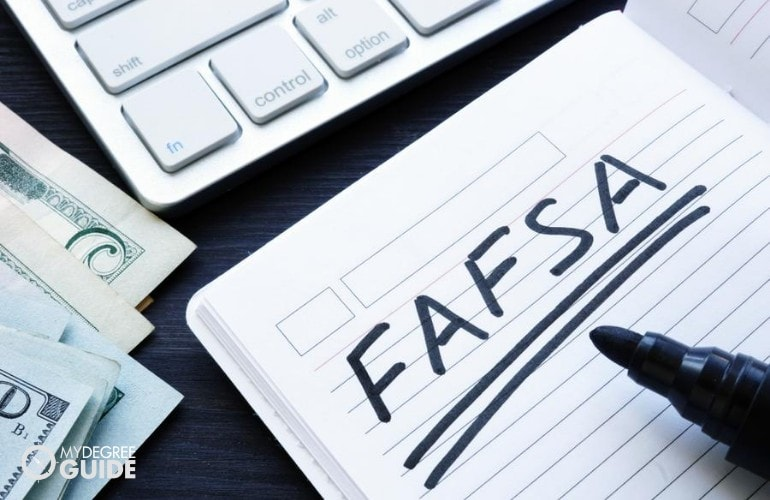 financial aid for online graphic design students