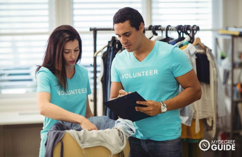 couple doing some volunteer work