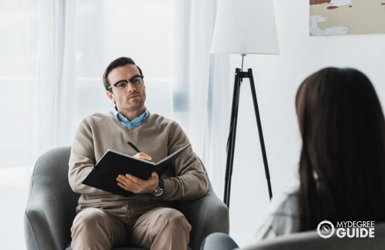 Forensic Psychologist in a consultation with client