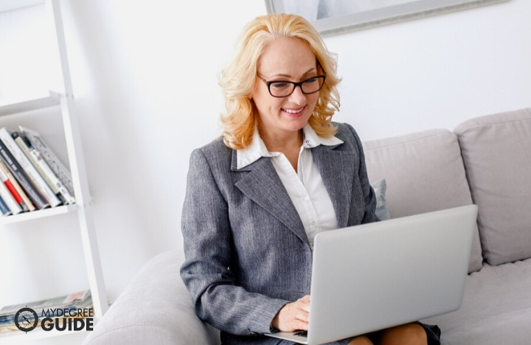 Forensic Psychologist searching online
