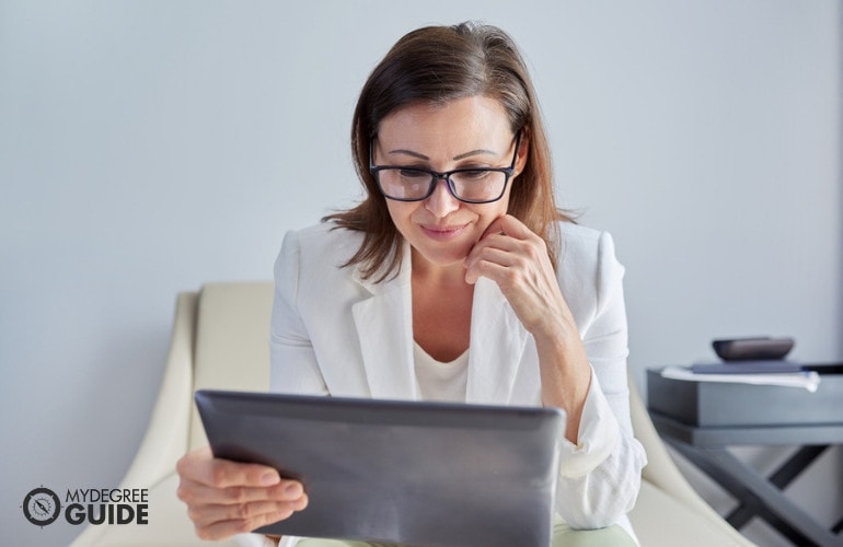 Forensic Psychologist studying online