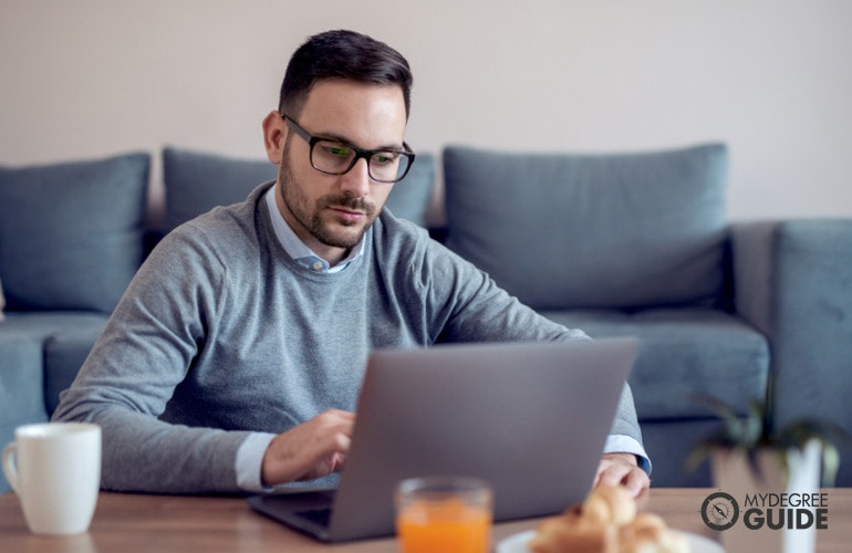 Educational Psychologist studying online