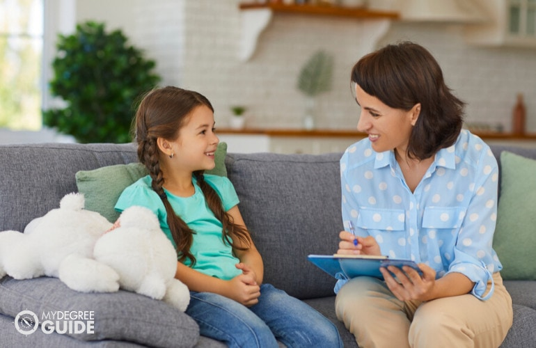 Forensic Psychologist with a child during therapy