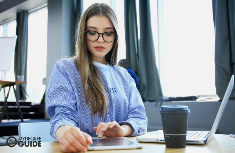 associate degree in social worker