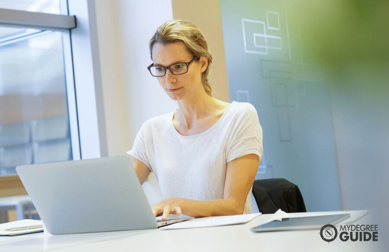 Medical and Health Services Manager studying online