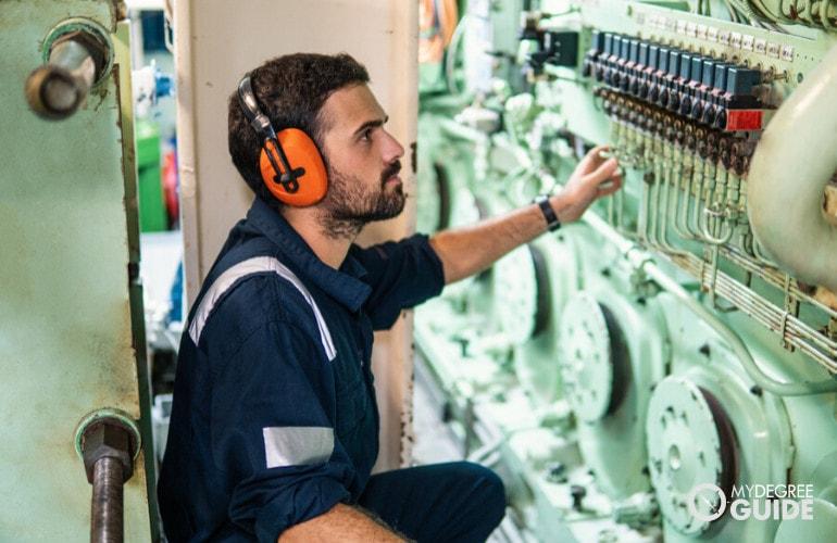 Industrial Engineering vs. Mechanical Engineering