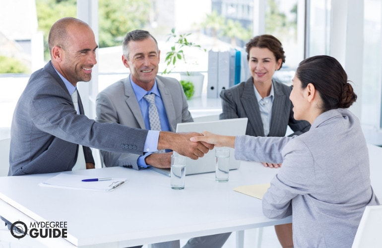 HR Managers with applicant