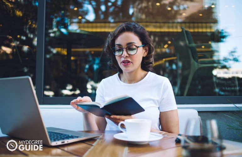 Administrative Assistant Studies Online