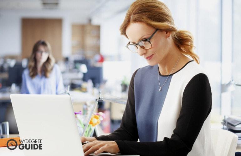Administrative Assistant vs. Executive Assistant