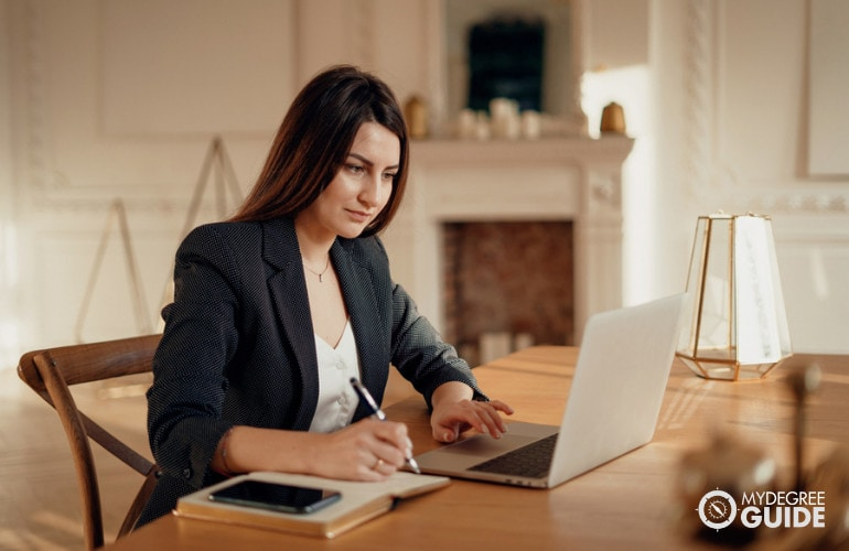 Become an Administrative Assistant