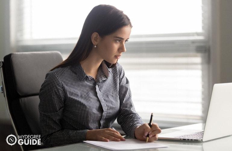 legal assistants vs legal secretaries