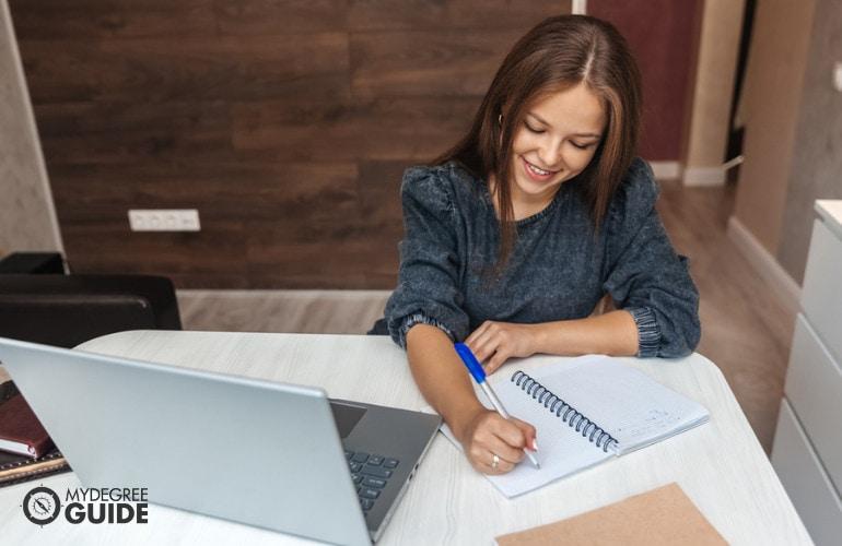 Legal secretarial training programs