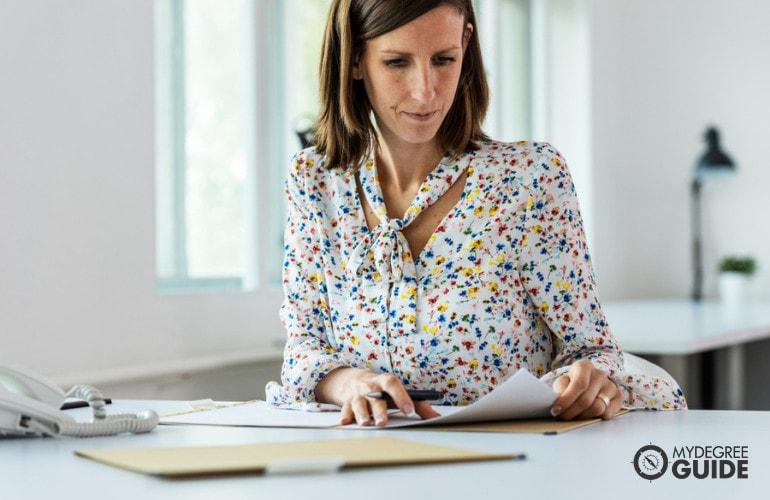 Legal Secretary vs. Paralegal Case Preparation