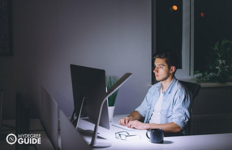 Degree in Database Management Online